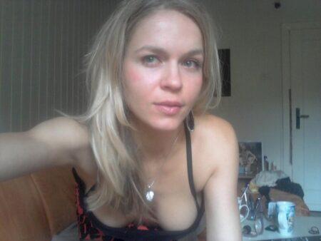 Belle coquine sexy qui a besoin d'un plan sexe