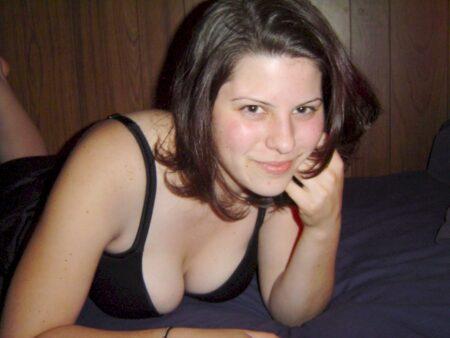 Cherche un plan cul hot avec un célibataire pudique sur Moulins