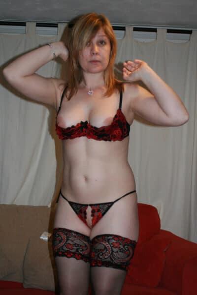 Femme mature coquine très sexy recherche un mec expérimenté